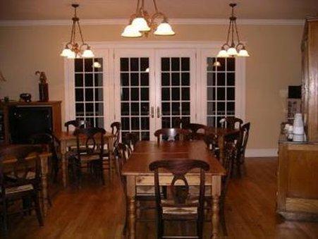 Currier Inn - Interior Dinning Room