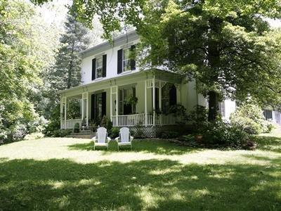 1861 Inn - Exterior Front
