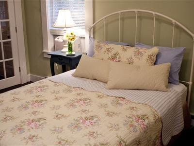 1861 Inn - Guest Room