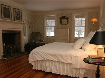 Rock Hall Luxe Lodging - Colebrook, CT