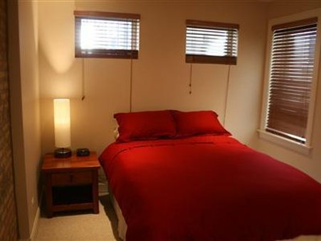 Roscoe Village Guesthouse - Guest Room -OpenTravel Alliance - Guest Room-