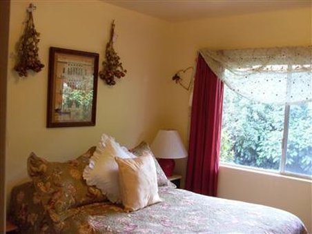 Annabel Inn The Bed And Breakfast - Guest Room -OpenTravel Alliance - Guest Room-