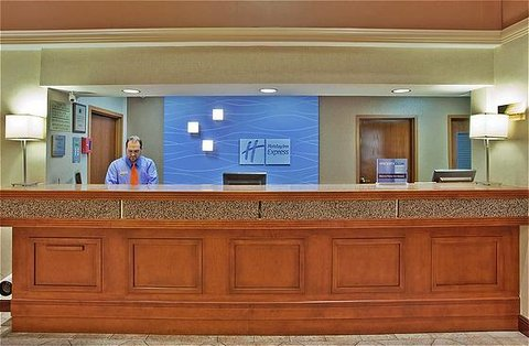 Holiday Inn Express & Suites ATLANTA N-PERIMETER MALL AREA - Front Desk