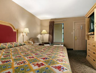Ramada Hattiesburg - Standard King Bed Room