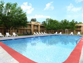 Ramada Hattiesburg - Pool