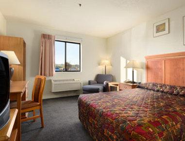 Super 8 Spokane/West - Standard One Queen Bed Room