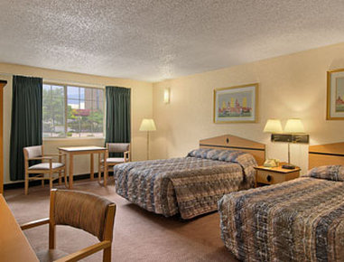 Super 8 Motel - Colorado Springs/South/Circle Dr. - Standard Two Queen Bed Room