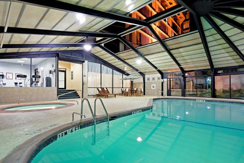 Crowne Plaza Hotel Philadelphia West View of pool
