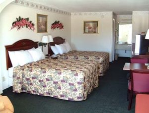 Room - Days Inn & Suites Pine Mountain
