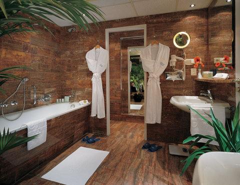 Kempinski Hotel Bristol Berlin - Balcony Suite bathroom