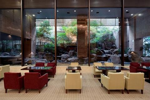 Crowne Plaza ANA HIROSHIMA - Calm and relaxing lounge with a waterfall garden