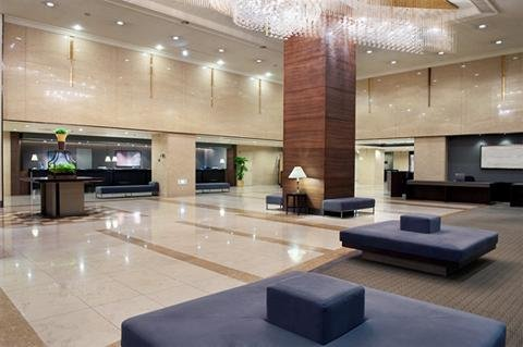 Crowne Plaza ANA HIROSHIMA - High ceiling lobby area with lounge and business c