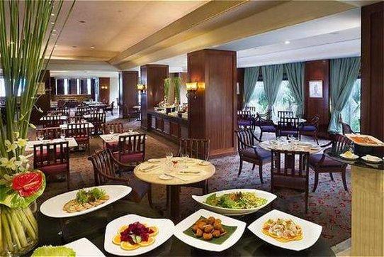Crowne Plaza Hotel Jakarta 餐饮设施