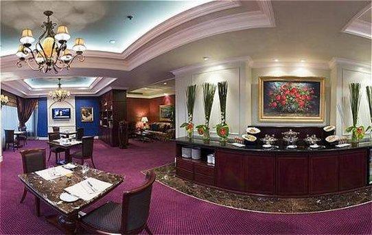 Crowne Plaza Hotel Jakarta 酒吧/休息厅