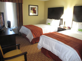 La Quinta Inn & Suites Brooklyn - Room