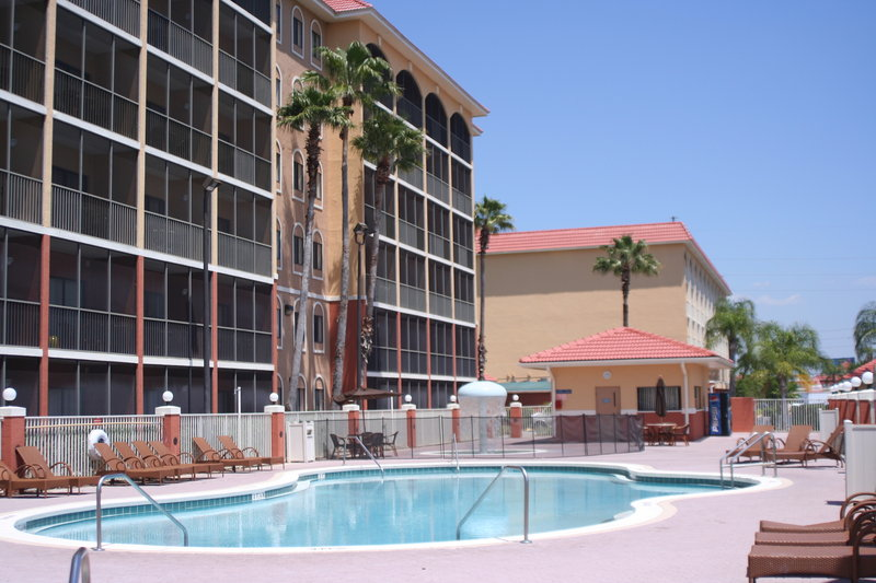 Westgate Town Center Resort & Spa offers a luxurious vacation with all the comforts from home, with an on-site water park & more. Book or call today!