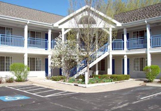 Fontana Village Inn - Fontana, WI