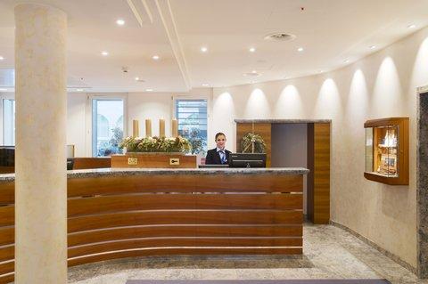 Hotel Glärnischhof - The reception of the Hotel
