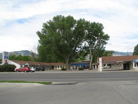 Sunrise Motor Inn - Motel Frontview
