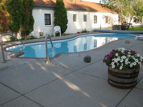 Sunrise Motor Inn - Outdoor Heated Pool