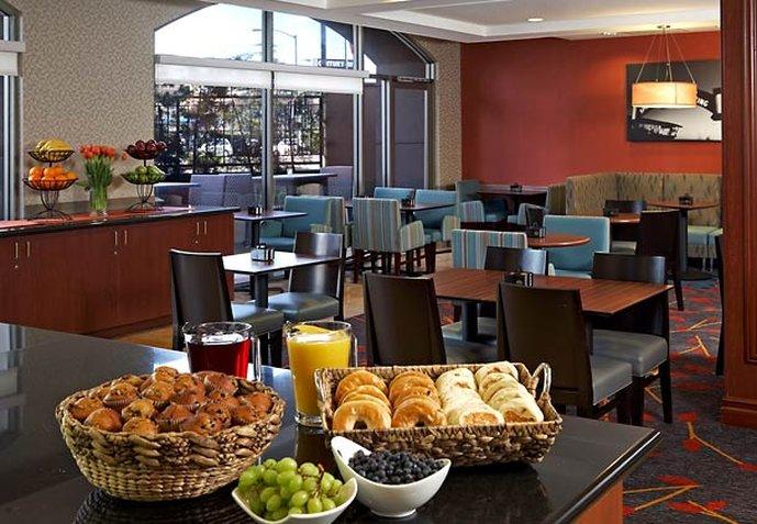 Residence Inn Beverly Hills Gastronomía