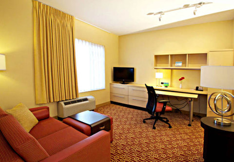 Towne Place Suites By Marriott Phoenix Goodyear Hotel - One-Bedroom Suite Seating Area