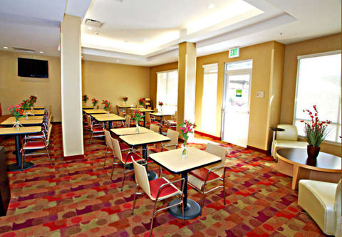 Towne Place Suites By Marriott Phoenix Goodyear Hotel - Breakfast Dining Area