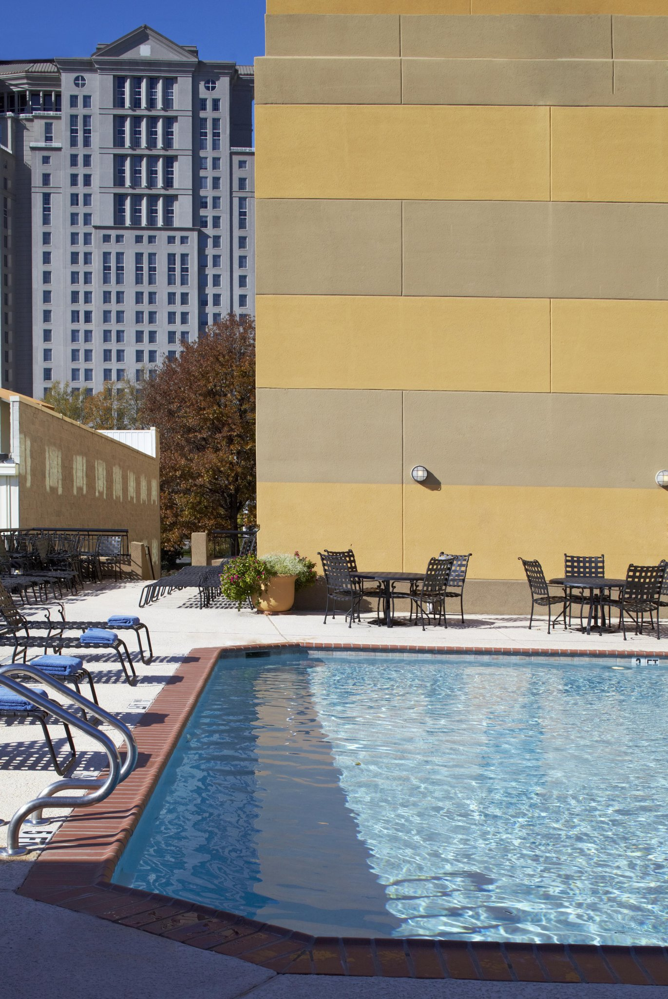 embassy suites by hilton atlanta buckhead photos. Black Bedroom Furniture Sets. Home Design Ideas