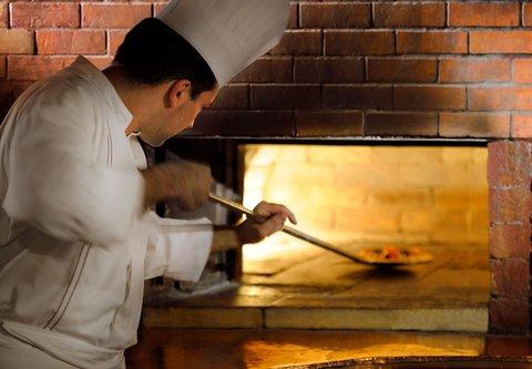 فندق ماريوت جي دبليو دبي - Cucina Restaurant Chef
