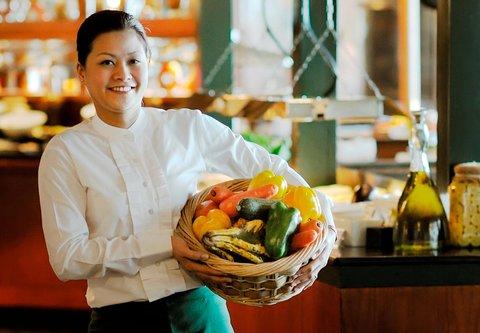 فندق ماريوت جي دبليو دبي - The Market Place Restaurant