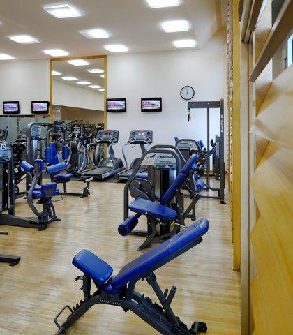 فندق ماريوت جي دبليو دبي - Griffins Health Club - Weight Machines