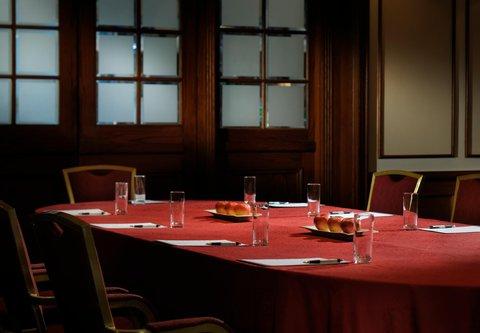 فندق ماريوت جي دبليو دبي - Meeting Room   Boardroom Style
