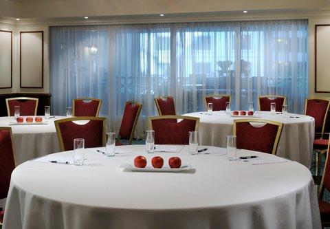فندق ماريوت جي دبليو دبي - Meeting Space   Rounds Style