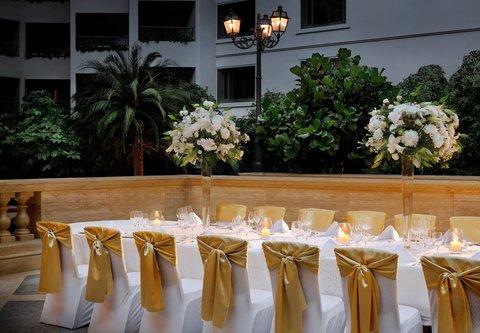 فندق ماريوت جي دبليو دبي - Wedding Dinner Setting