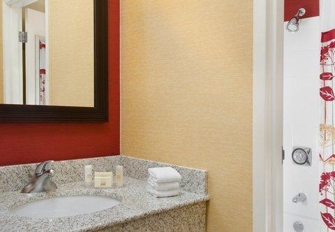 Courtyard By Marriott Kansas City Hotel - Guest Bathroom Vanity