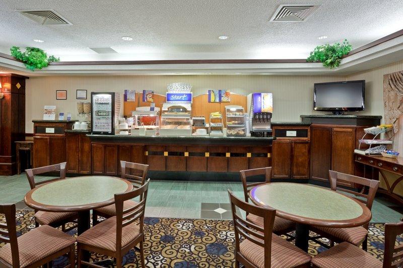 Holiday Inn Express - Dodge City, KS