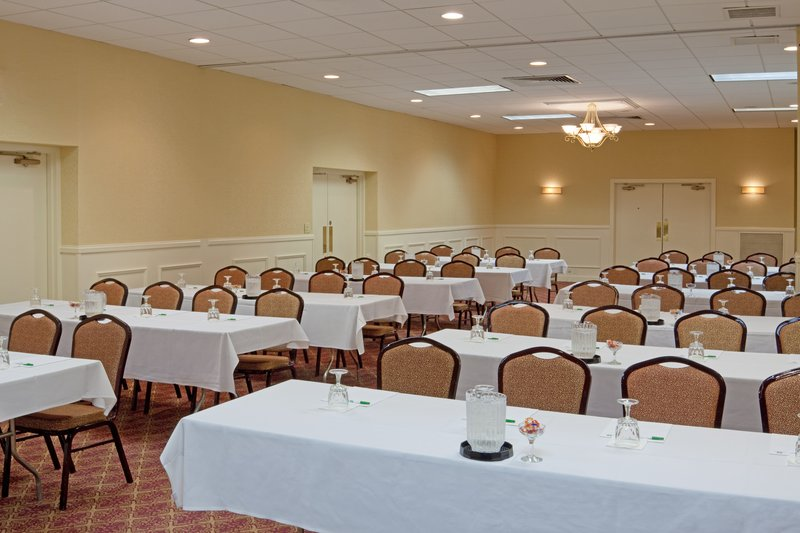 Holiday Inn Hotel & Suites Boston Peabody Meeting room