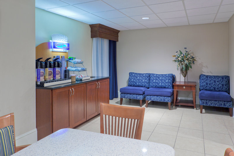 Holiday Inn Express Seaford-Route 13 - Seaford, DE