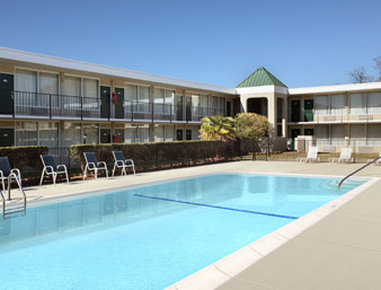 Days Inn Goldsboro - Pool
