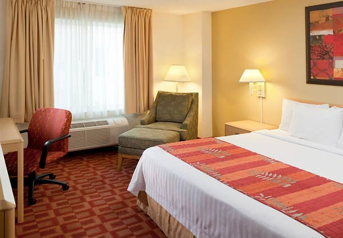 Fairfield Inn & Suites Orlando Lake Buena Vista in the Marriott Village Vista do quarto