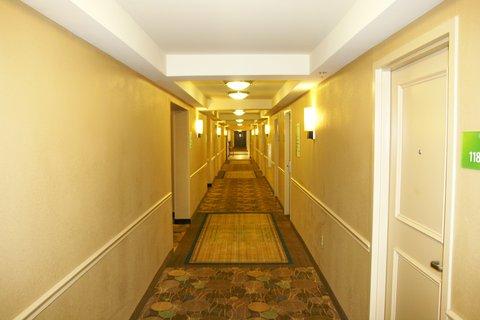 Holiday Inn Blytheville Hotel - Hallway