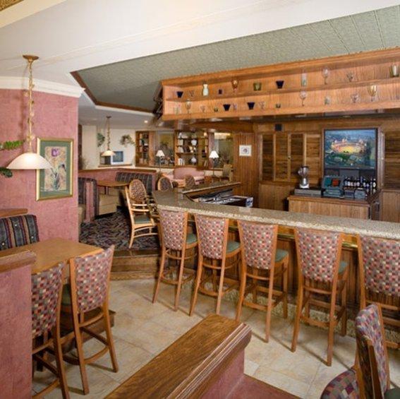 Doubletree Guest Suites Raleigh-Durham Bar/salón