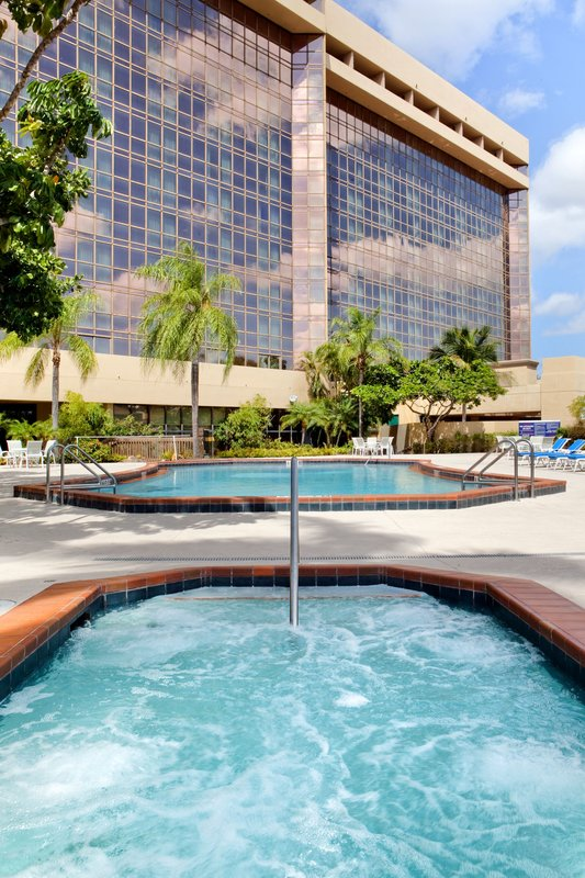 DoubleTree by Hilton Hotel Miami Airport & Convention Center Вид на бассейн