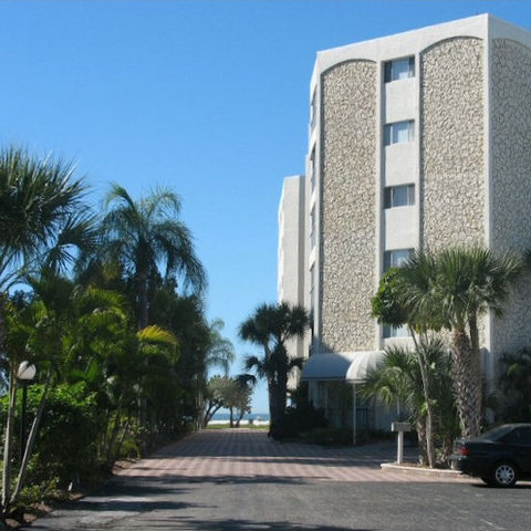 Gulfview Manor Resort - Buildingfront