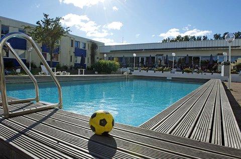Apple Hotel - Swimming Pool