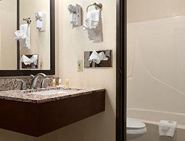 Days Inn & Suites Gunnison - Bathroom