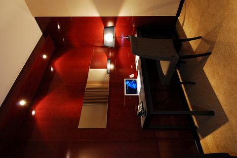 Cosmopolitan Hotel - Executive Desk