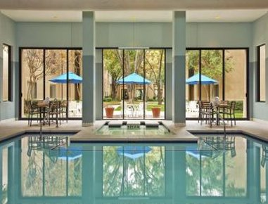 Wyndham Las Colinas Вид на бассейн