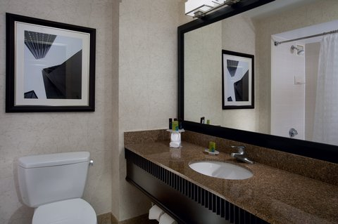 Embassy Suites Chicago - Downtown - Suite Bathroom Right