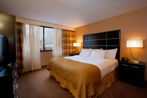 Embassy Suites Chicago - Downtown - King Bedroom Right